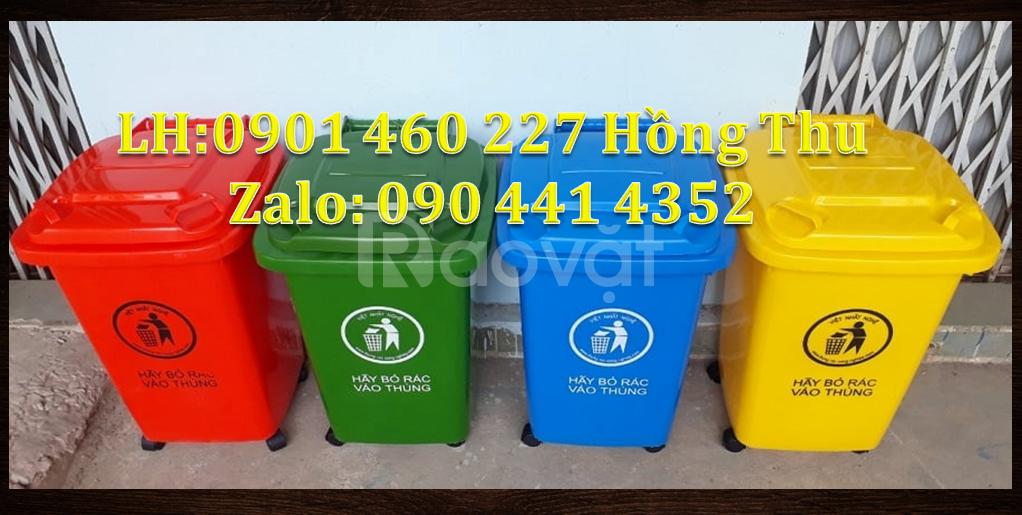 Thùng rác màu cam 60 lít, thùng rác y tế 60 lít màu đen 4 bánh xe