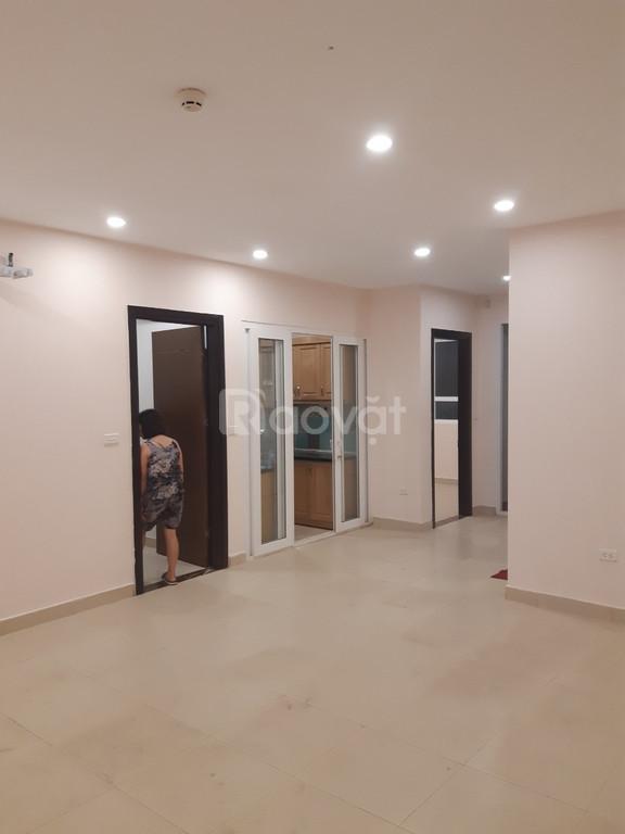 Chính chủ bán căn hộ, DT 117m2, tòa 60 Hoàng Quốc Việt, giá 28tr/m2