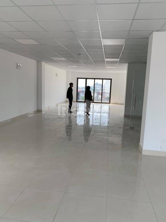Cho thuê MB KD, VP giá rẻ, vị trí đẹp mặt đường Nguyễn Hoàng