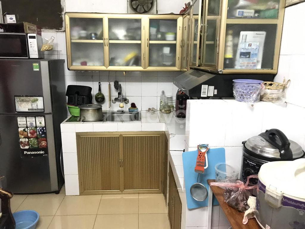 Cần bán nhà ở tầng 1 nhà tập thể ĐH Sư Phạm Hà Nội, ngõ 2,5m, giá tốt.