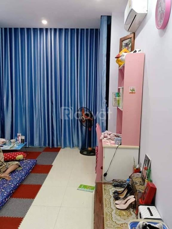 Bán nhà riêng phố Tôn Đức Thắng 20m ra đường ô tô, ngõ thông thoáng .