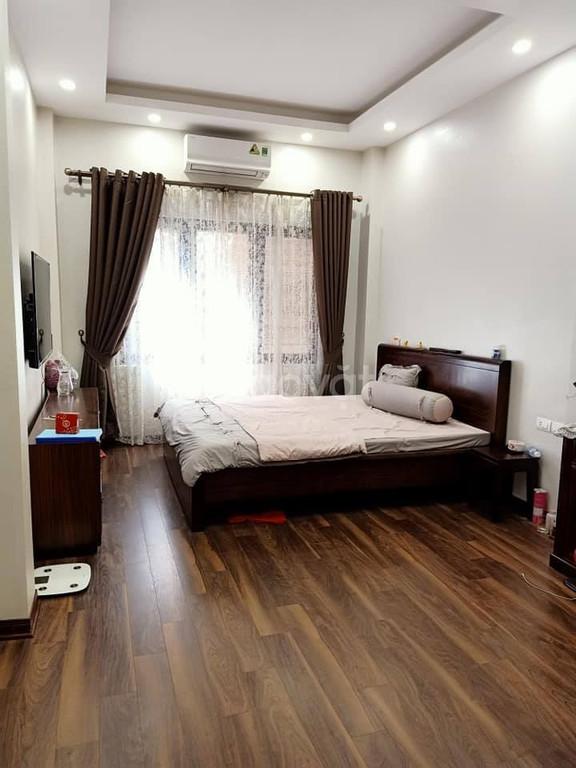 Nhà 35 m2 hộ khẩu Hà Nội, về ở ngay, cách 30m ra phố Đại Cồ Việt