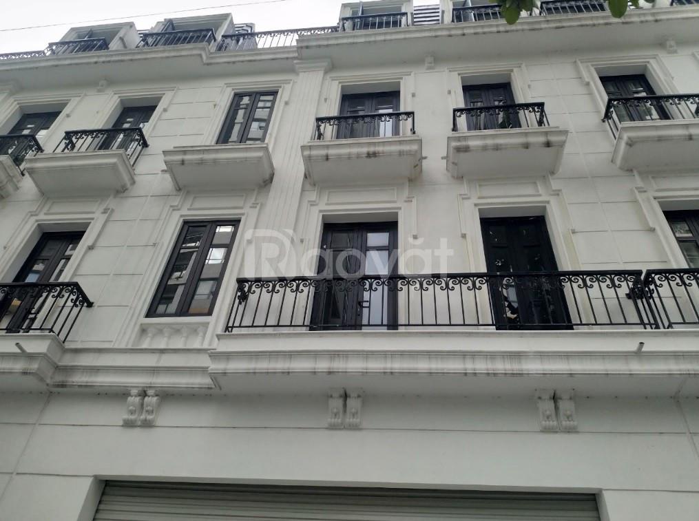 Cho thuê tầng 1 làm mặt bằng kinh doanh đường Nguyễn Văn Huyên.