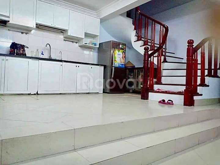 Chính chủ bán nhà phố Đào Tấn, DT 32m2x6T, MT 6m, giá chỉ 3.6 tỷ