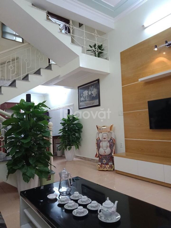 Bán nhà ô tô đỗ cửa Phạm Ngọc Thạch, DT 38m2, mặt tiền 4m, vị trí đẹp, nhà thiết kế chắc chắn.