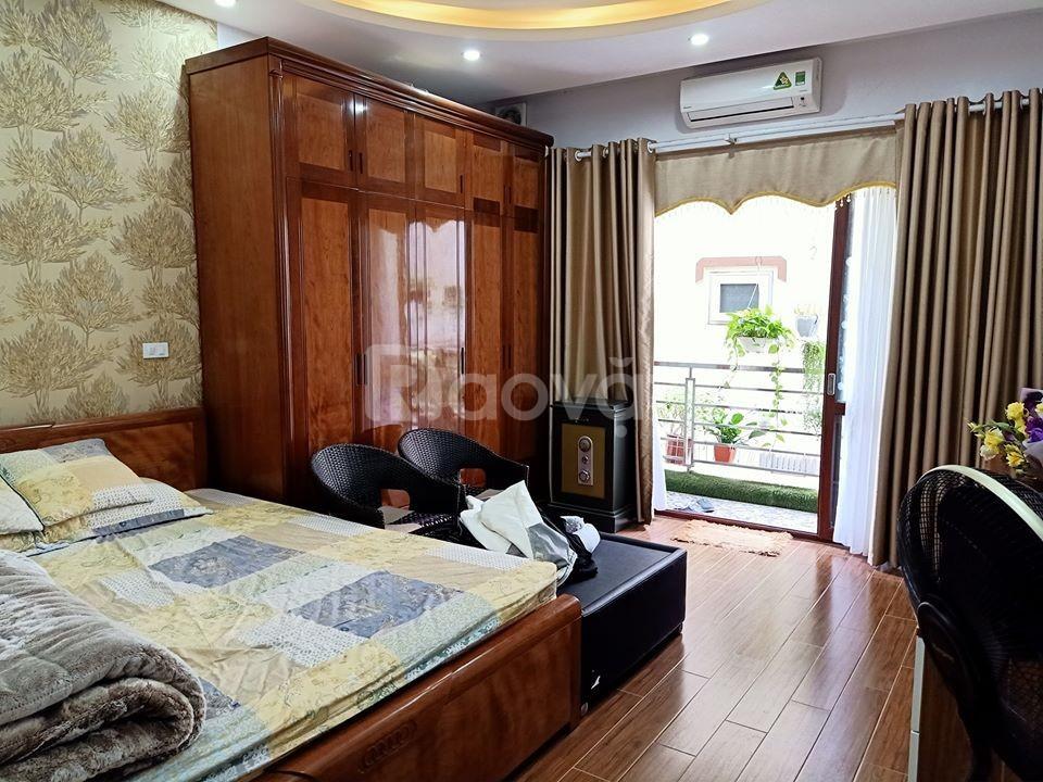 Bán nhà Vũ Ngọc Phan 42m2 x 6 tầng, đầy đủ nội thất, có bãi gửi ô tô ngày đêm ngay gần nhà.