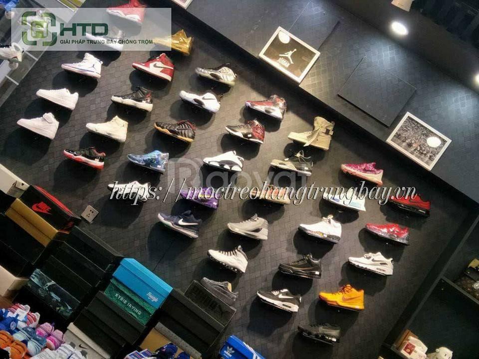 Combo 100 kệ trưng giày cho shop thời trang