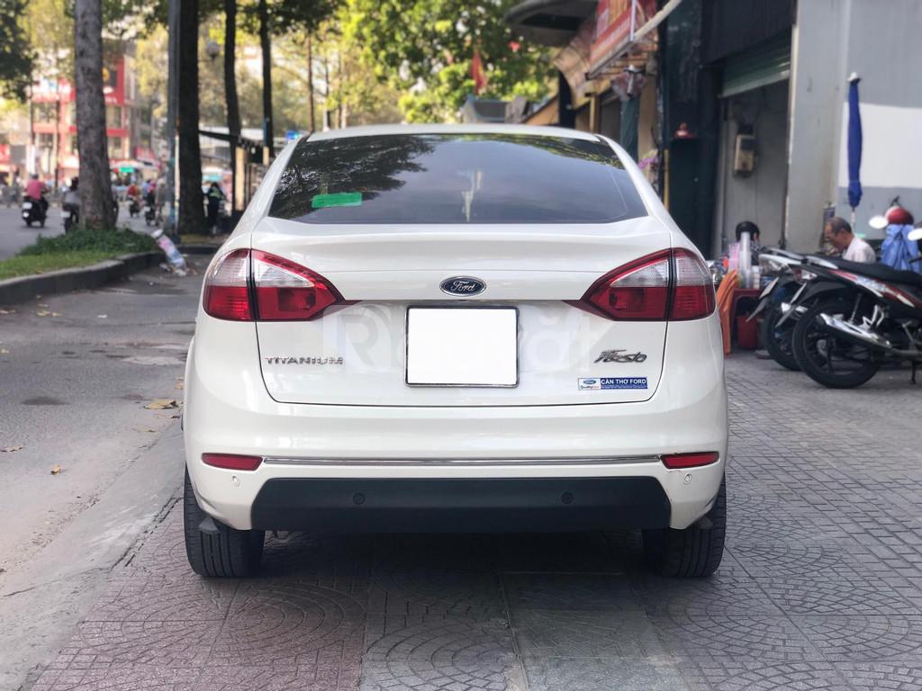 Bán Fiesta Titan 2017, màu trắng