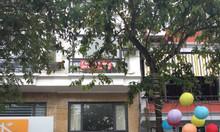 Cho thuê nhà mặt phố Đào Tấn, diện tích 50m2, MT 7.2m.