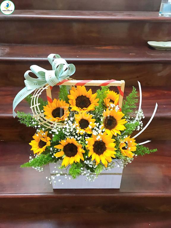 Dạy cắm hoa nghệ thuật (ảnh 1)