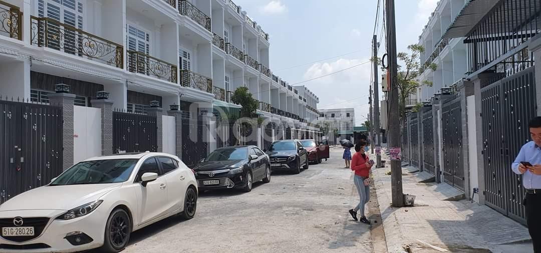 Bán nhà hoàn thiện chợ Bình Chánh, 860 triệu/căn sổ hồng riêng