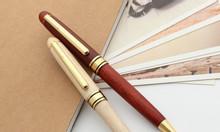 Giá bút bi gỗ quà tết 2020, miễn phí thiết kế, khắc tên