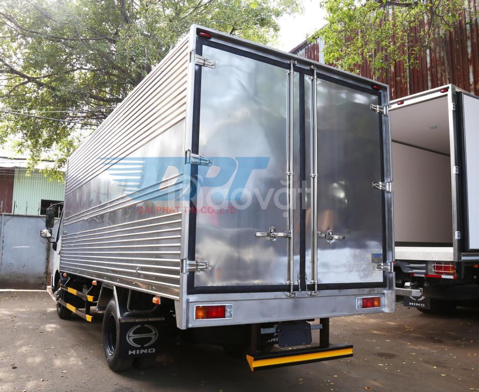 Xe tải HINO 4,450 tấn thùng kín 5m650.