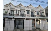 Nhà bán hoàn thiện 1 trệt 1 lầu ngay chợ Bình Chánh, 860 triệu/căn