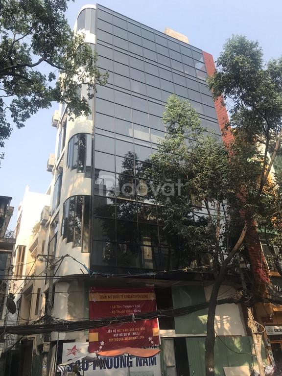 Bán nhà phố tuyệt đẹp đường Trương Định ngay sát chợ Bến Thành.