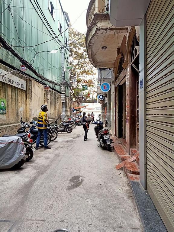 Nhỉnh 3 tỷ có ngay nhà Vũ Tông Phan ô tô đỗ cửa, kinh doanh, đẹp về ở ngay.