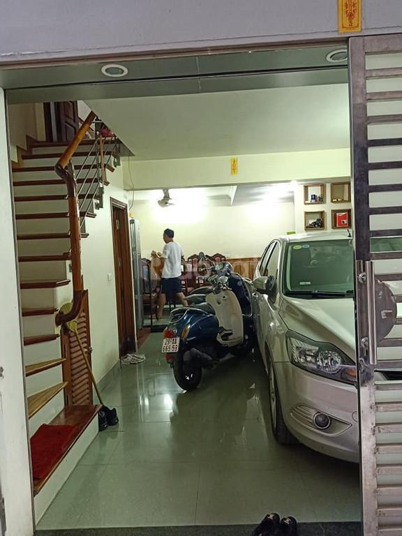Bá́n nhà phố Hoàng Văn Thái, 48m*5T, gara ô tô kinh doanh, thoáng trước sau.