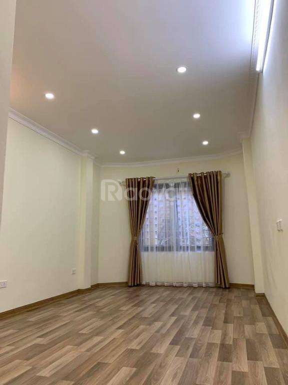 Bán nhà đẹp mới phố Ngã Tư Sở, 4 tầng, 3 phòng ngủ đầy đủ công năng, giá 2,x tỷ.