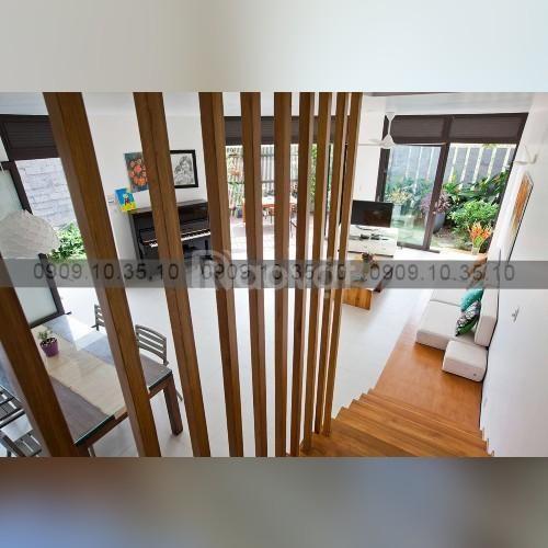 Thi công lam gỗ cầu thang tại  phòng khách cho một số căn hộ
