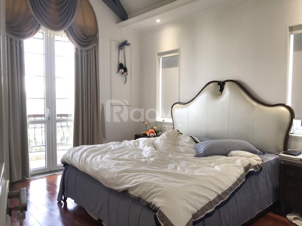 Gia đình cho thuê biệt thự 5pn 205m2 khu đô thị Việt Hưng Long Biên