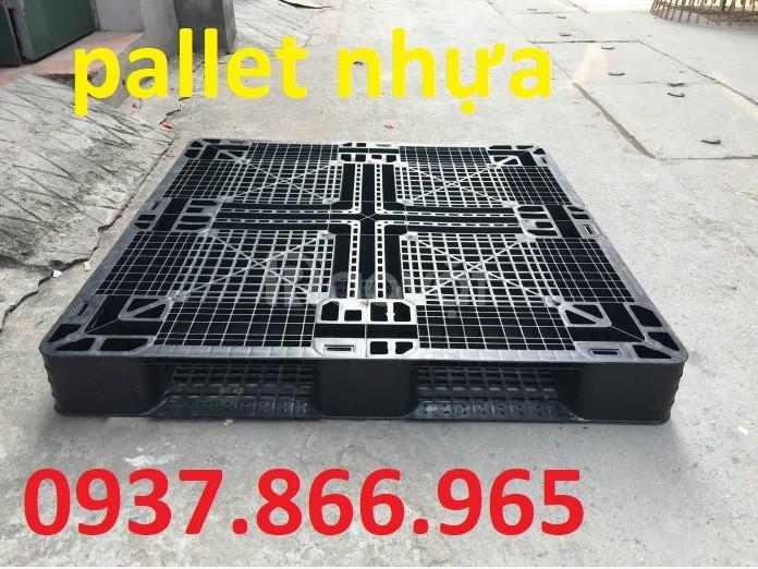 Pallet nhựa, pallet lót sàn , pallet dùng cho xe nâng chịu tải trọng