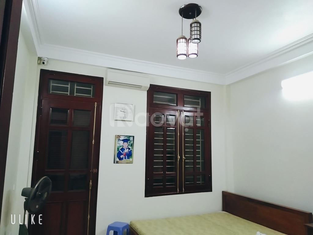 Bán nhà Kim Hoa, Đống Đa, 30m ra phố, thoáng sáng, tặng nội thất