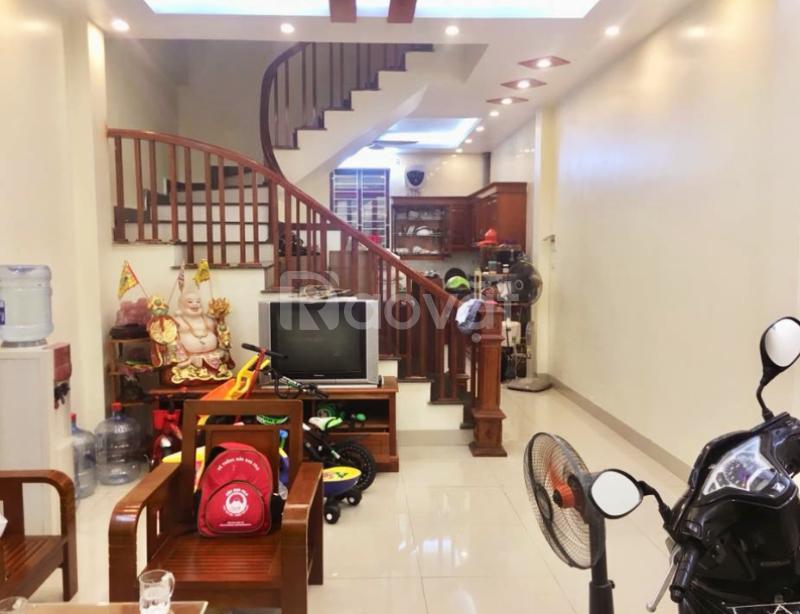 Chính chủ bán nhà ngõ 79 Dương Quảng Hàm 42m2 giá 3.7 tỷ