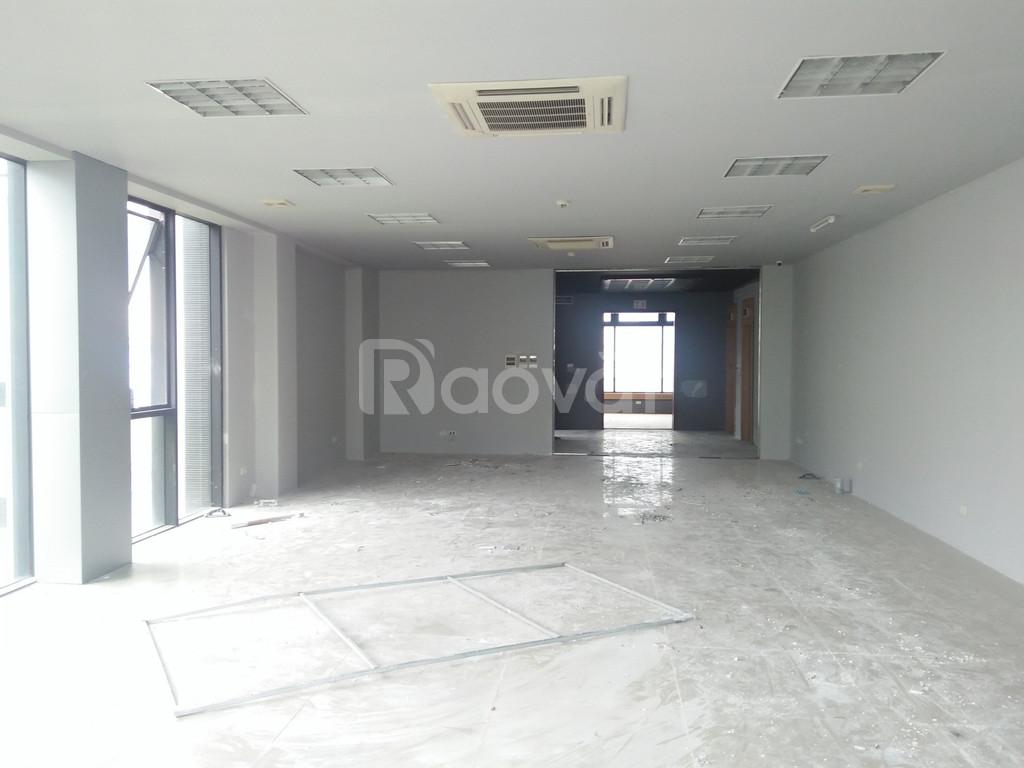Cho thuê văn phòng mặt tiền 8m ngay ngã ba hồ Chùa Láng
