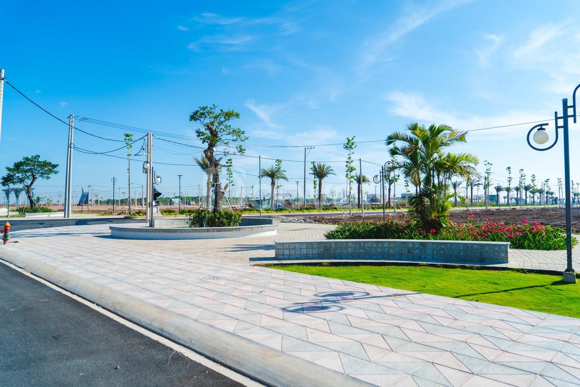Đất và nhà phố đối diện công viên, trung tâm thương mại (ảnh 3)