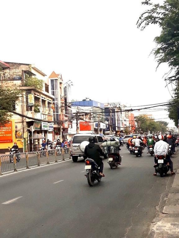 Nhà diện tích 166m2, mặt tiền hẻm quận Bình Thạnh