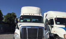 Đầu kéo mỹ Freight Caccadia không giường đời 2015 xe đẹp