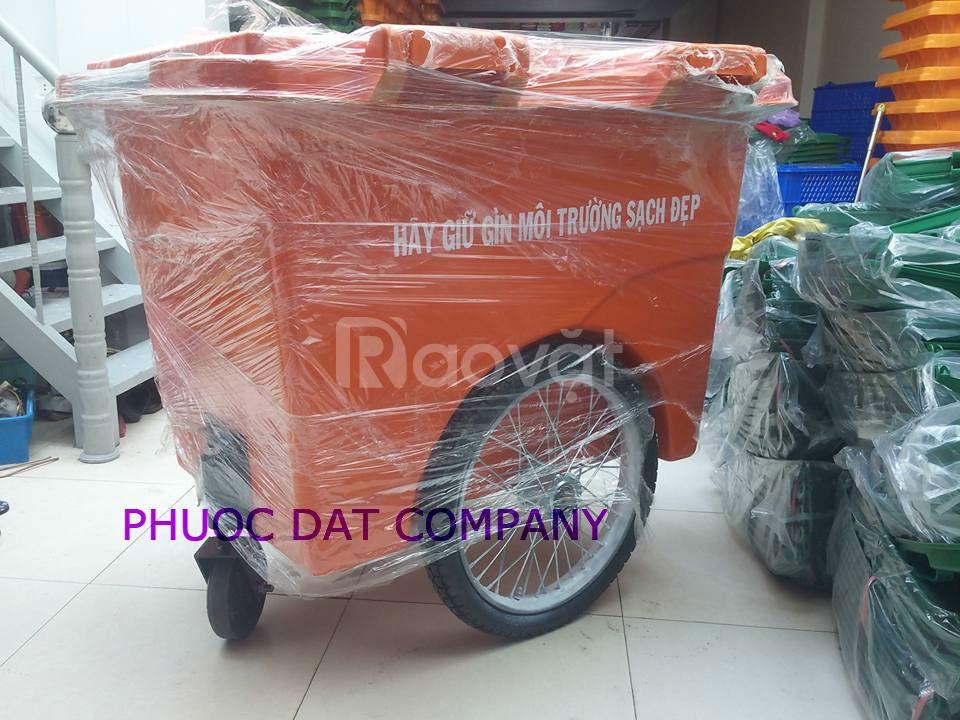 Giá xe đẩy gom rác 660 lit có 4 tại Đà Nẵng
