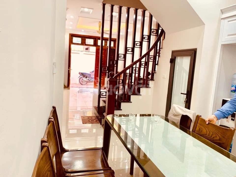 Bán gấp nhà Huỳnh Thúc Kháng, Đống Đa, 38m2 X5T, 3.8 tỷ mua về ở ngay