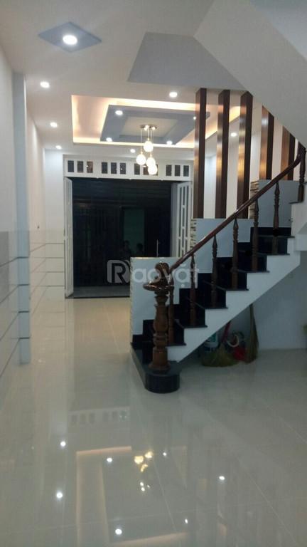 Bán nhà đường Hồng Lạc, 34m2, trệt 2 lầu, sân thượng