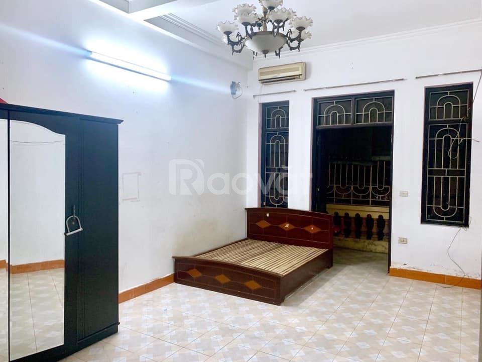 Cần cho thuê nhà mặt phố Hoàng Công Chất làm CHDV , HomeStay