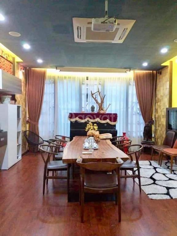 Nhà đẹp ở ngay phố Hoàng Hoa Thám, ô tô đỗ cửa, 60m2x5T, giá 8 tỷ hơn.
