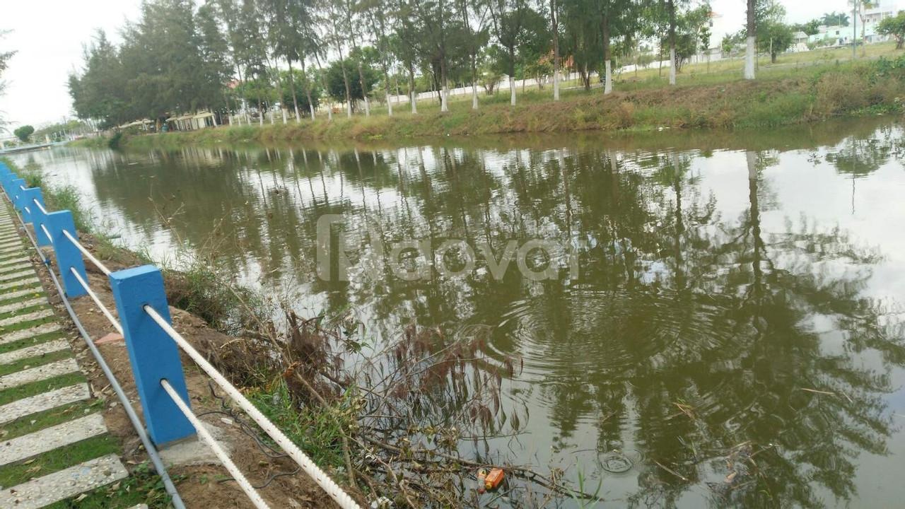 Nằm ngay trung tâm, cách siêu thị 100m, nằm sát công viên nước.