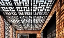 Mặt dựng giếng trời cắt CNC hoa văn nghệ thuật cho nhà đẹp 2020