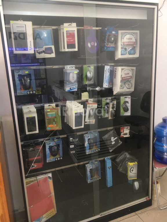Thanh lý tủ kệ trưng bày tại cửa hàng máy tính - giá thương lượng
