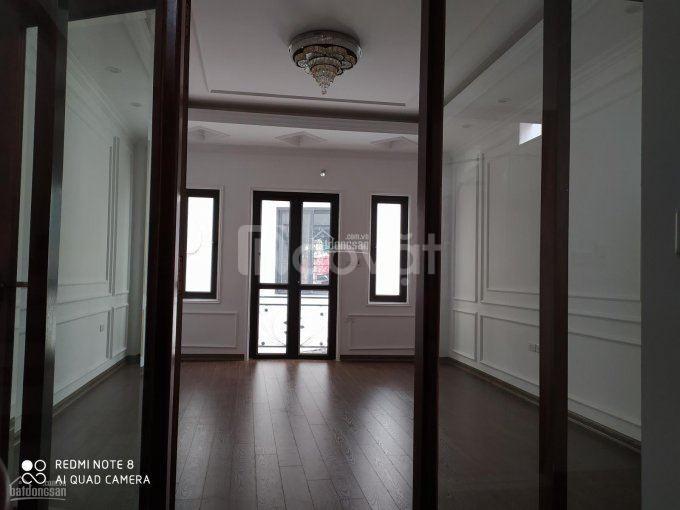 Chính chủ bán nhà 5 tầng đường Bưởi, giá 3,7 tỷ. DT 32m2, vị trí đẹp