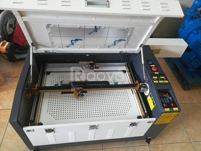 Máy laser cắt mica 6040, máy laser mini cắt gỗ thịnh hành