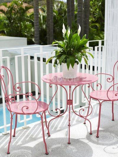 Những mẫu bàn ghế sắt mỹ thuật CNC đẹp xuất sắc cho không gian nhà bạn