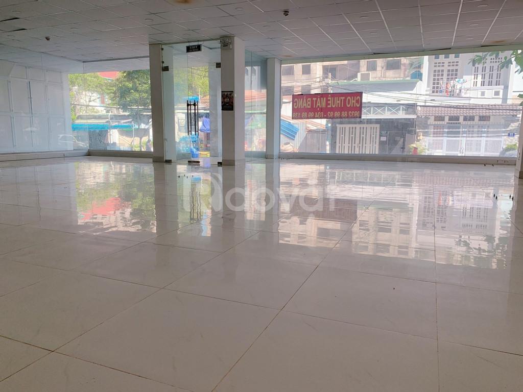 Cho thuê mặt bằng trống suốt 150m2 kinh doanh.