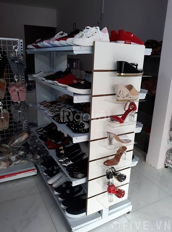 Kệ trưng bày giày dép 2 mặt có bánh xe di chuyển