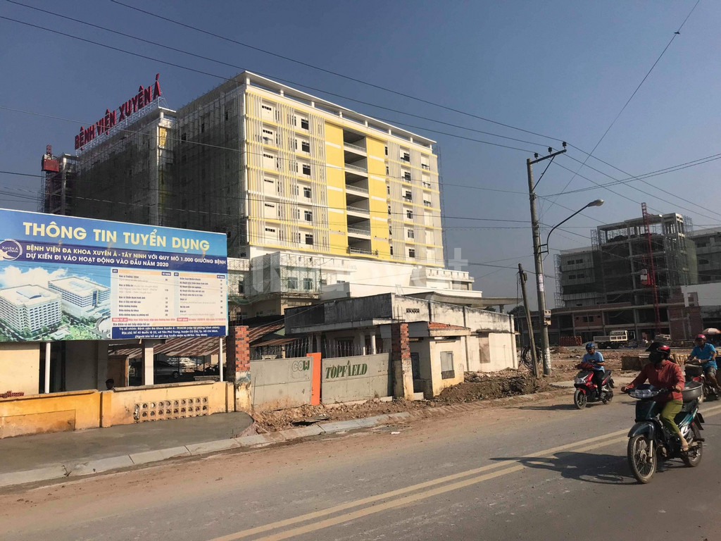 Đất bên hông bệnh viện Xuyên Á, cách chợ 250m