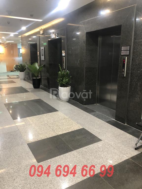 Cần cho thuê 100m2 văn phòng tòa nhà 243A Đê La Thành giá 368 nghìn/m2