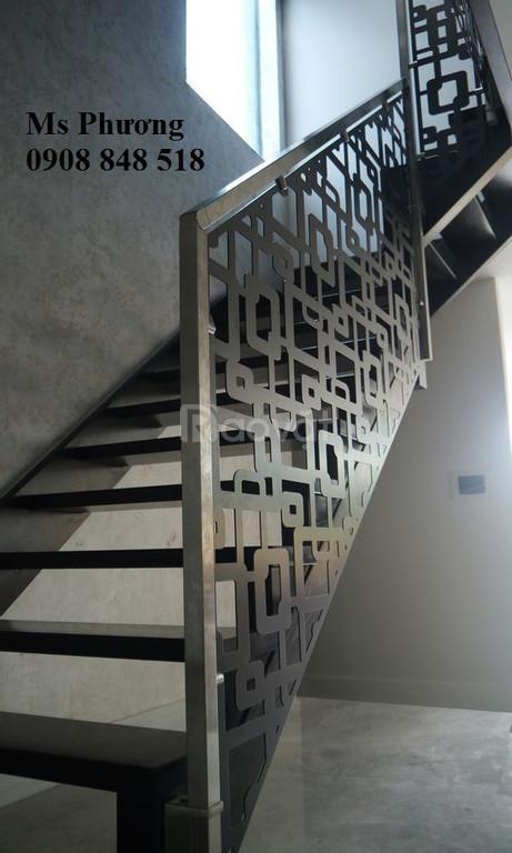 Lan can cầu thang sắt cắt CNC làm hài lòng mọi gia chủ