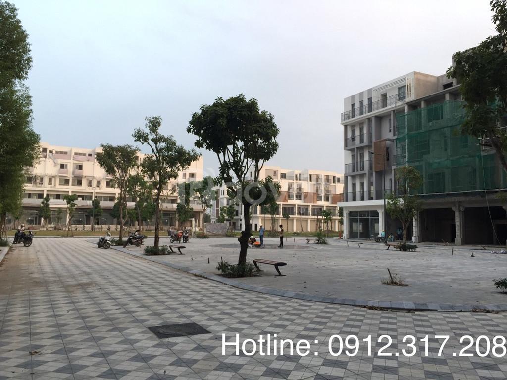 Bán liền kề kinh doanh được tại Nguyễn Xiển, vay 3 năm không lãi suất