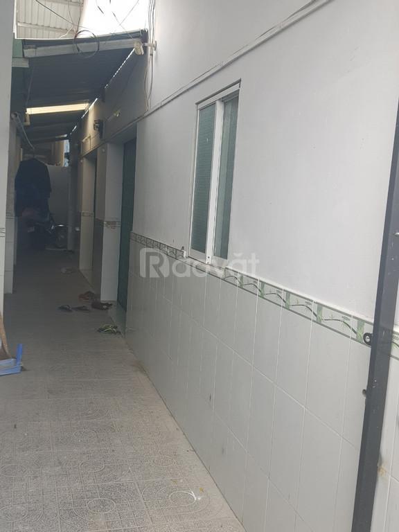 Cần sang lại lô đất có sẵn nhà cấp 4 và 4 phòng trọ , liền kề KCN Lê M