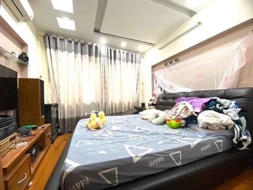 Bán nhà ngõ 23 Xuân La 35m2, 5 tầng, lô góc 3 thoáng, tặng nội thất.